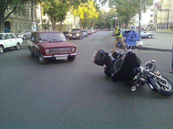 Очередная авария по ул. Новосельского с участием байкера (фото), фото-2